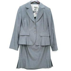 Tahari Woman's Skirt Suit Light Gray Sz 10